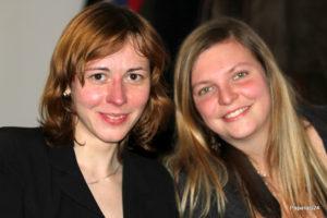 Naše pokladní Adélka a fotografka Míša, foto Jirka Paparaci Šámal